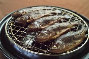忍沢養殖場の山女魚の燻製