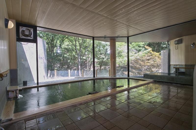 渓流の湯_大浴場内風呂_寝湯3 (800x532)
