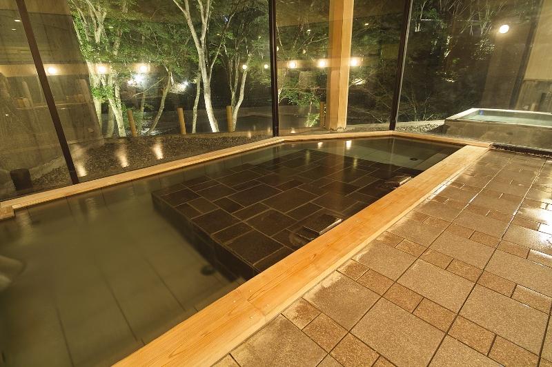渓流の湯_大浴場内風呂_寝湯1 (800x532)